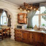 Оригинальная люстра на кухне