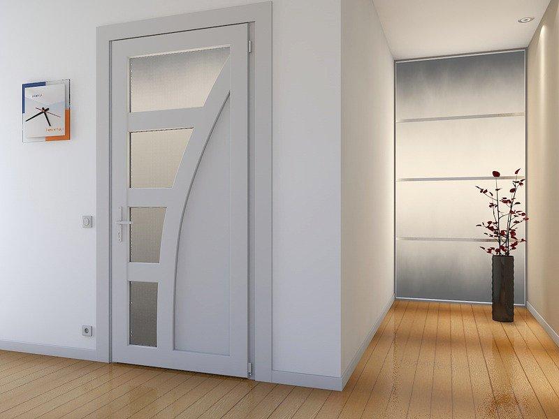 Белая пластиковая дверь в интерьере