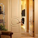 Распашные двери в интерьере