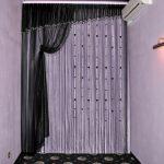 Черные шторы в белом интерьере