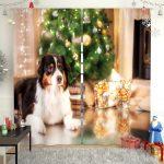 Собака у елки на шторе