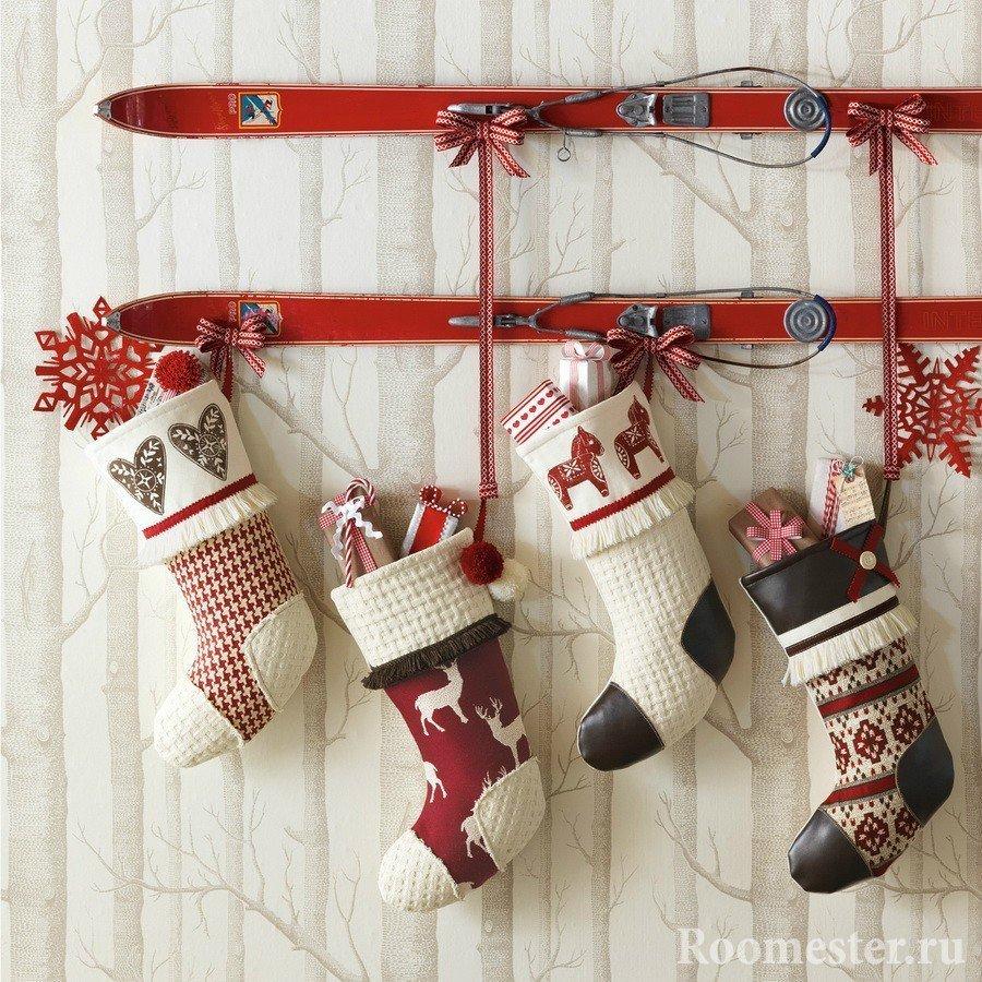 Новогодние носочки на вешалке