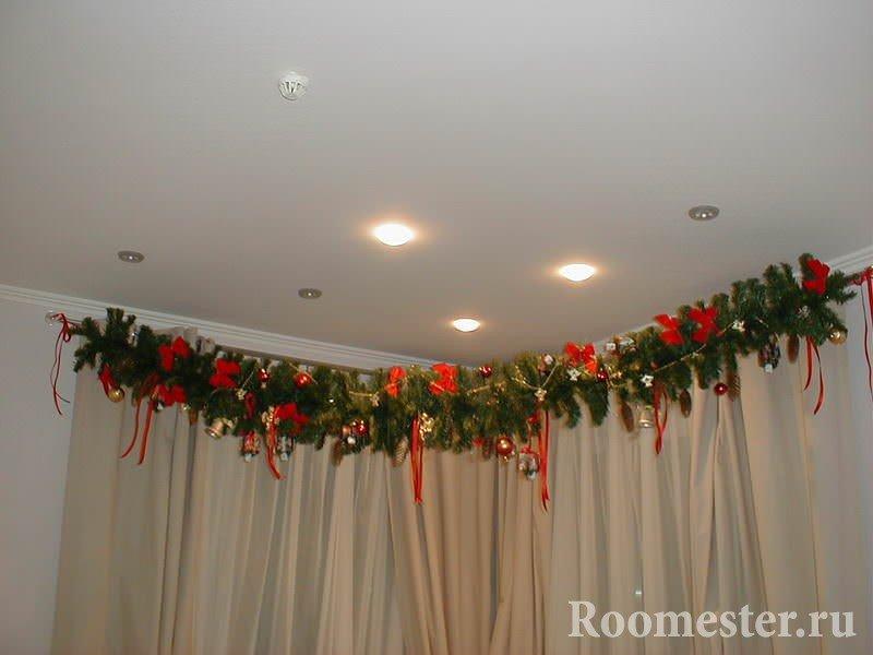 Занавески с новогодним украшением