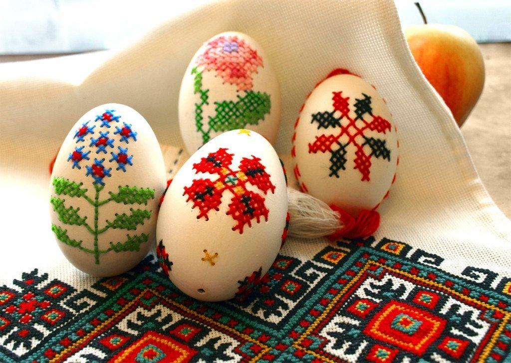 Вышивка на яйцах