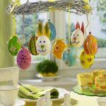 Пасхальные яйца на люстре