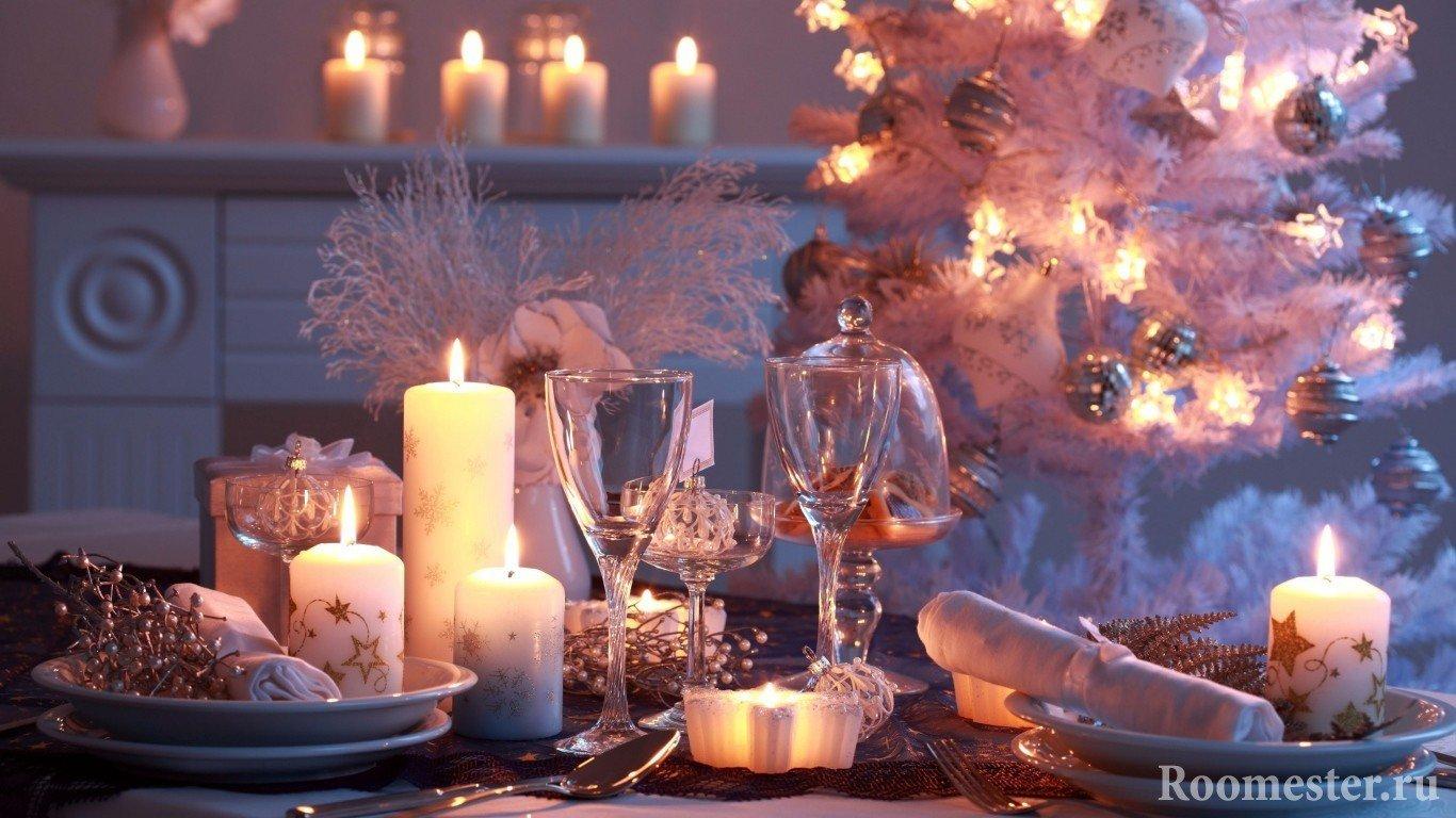 Использование свечей разного размера в декоре новогоднего стола