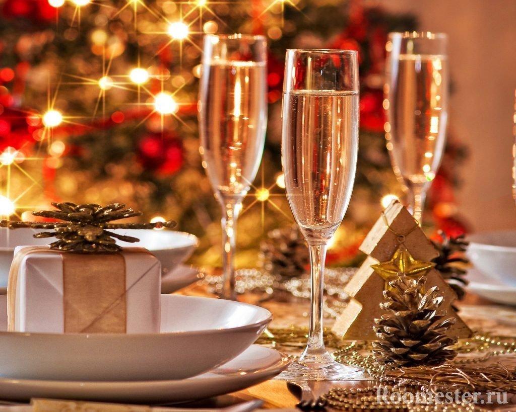 Использование шишек в декоре новогоднего стола