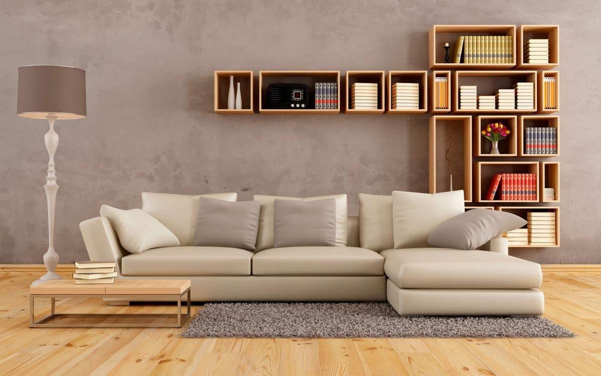 Книжные полки на стене за диваном