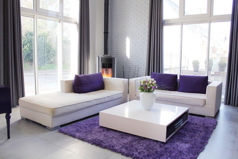 Светлый интерьер со светлыми диванами