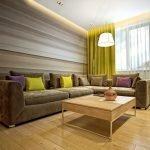 Угловой диван со столиком в интерьере