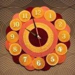 Часы с ярким дизайном