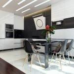 Черный стол и стулья на белой кухне