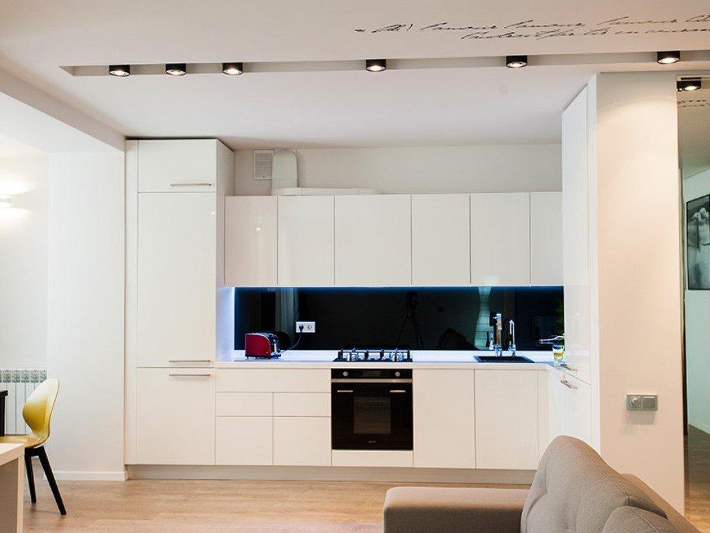 Линейная планировка кухни-студии