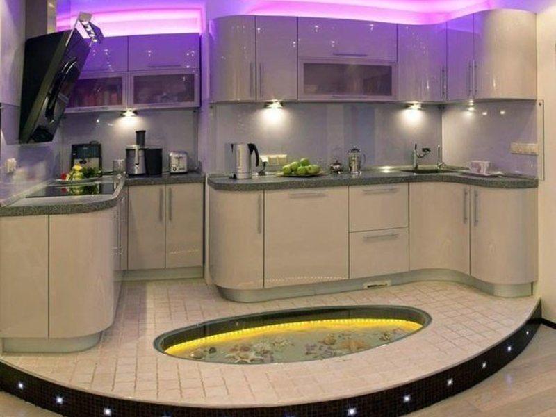 Разноуровневый потолок и пол в интерьере кухни-студии
