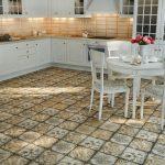 Кухня с белоснежной мебелью
