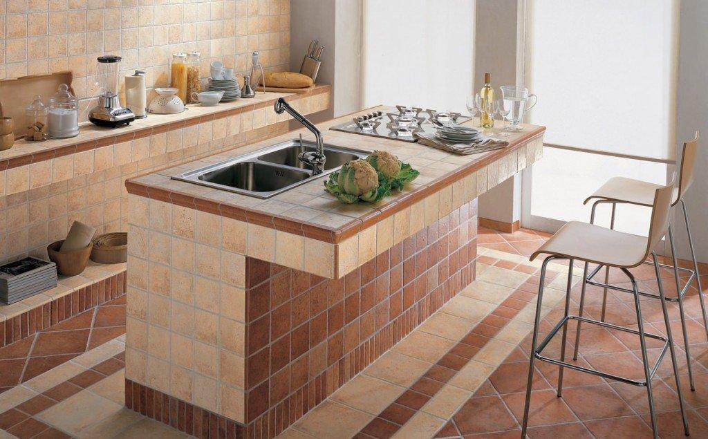 Стол-остров с мойкой в интерьере кухни