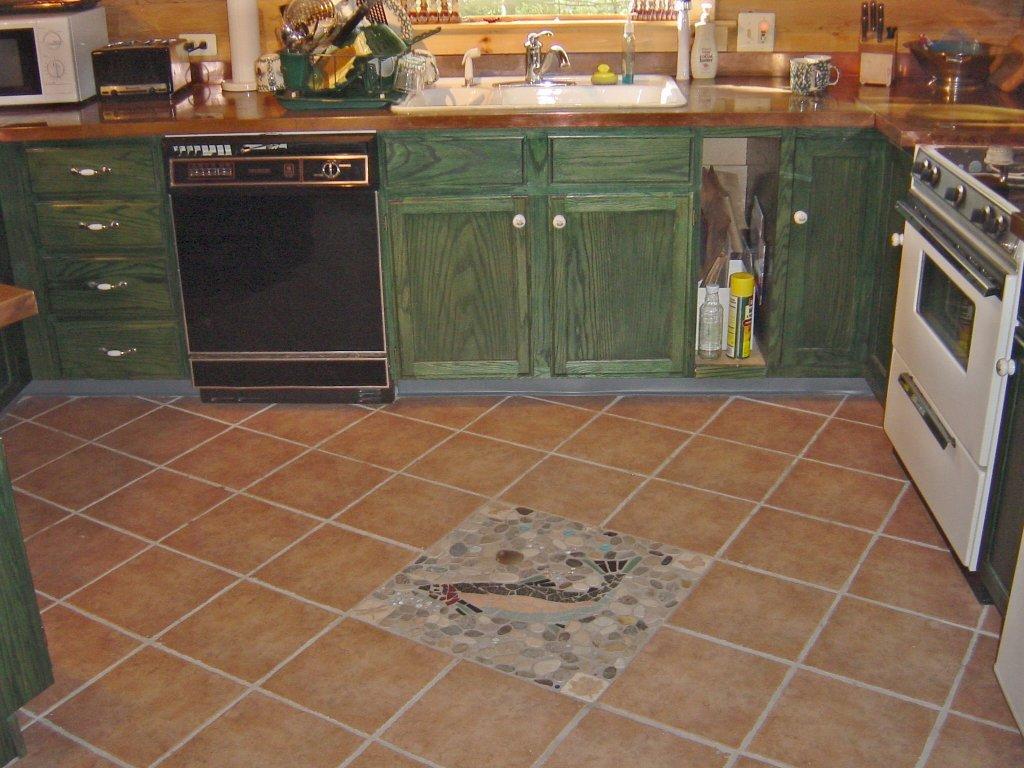 Диагональная укладка плитки на кухонном полу