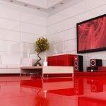 Красный пол в белой гостиной