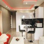 Потолок с красной подсветкой