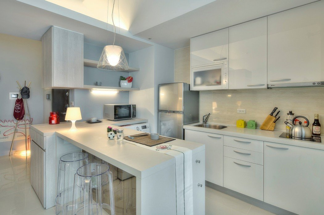 Стол-полуостров на кухне