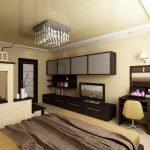 Столик и зеркало напротив кровати