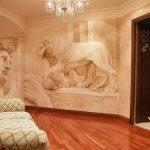 Интерьер с красивыми фресками