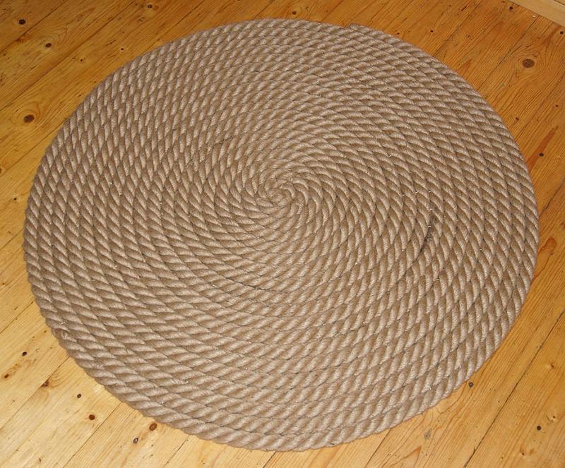 Круглый коврик из каната