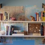 Карты и полка на стене