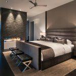 Декоративный камин в интерьере спальни