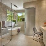 Стены и пол под мрамор в ванной
