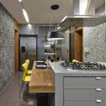Дизайн кухни с натуральным деревом