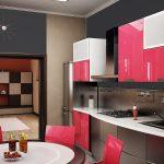 Розовые акценты в сером интерьере кухни