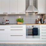 Шкафы с подсветкой на кухне