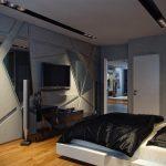 Зеркала на стене спальни