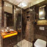 Стены под мрамор в ванной