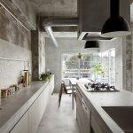 Кухня с бетонной рабочей поверхностью