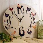 Часы с курочками