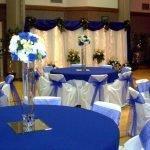 Синие скатерти на столах