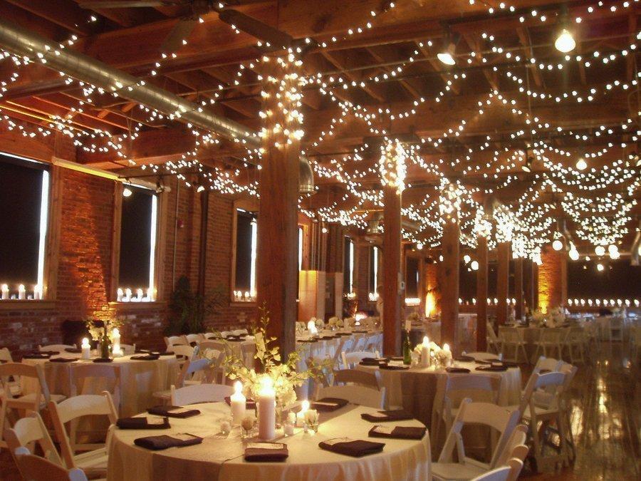 Оформление свадебного зала гирляндами