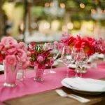 Розовый цвет в оформлении стола