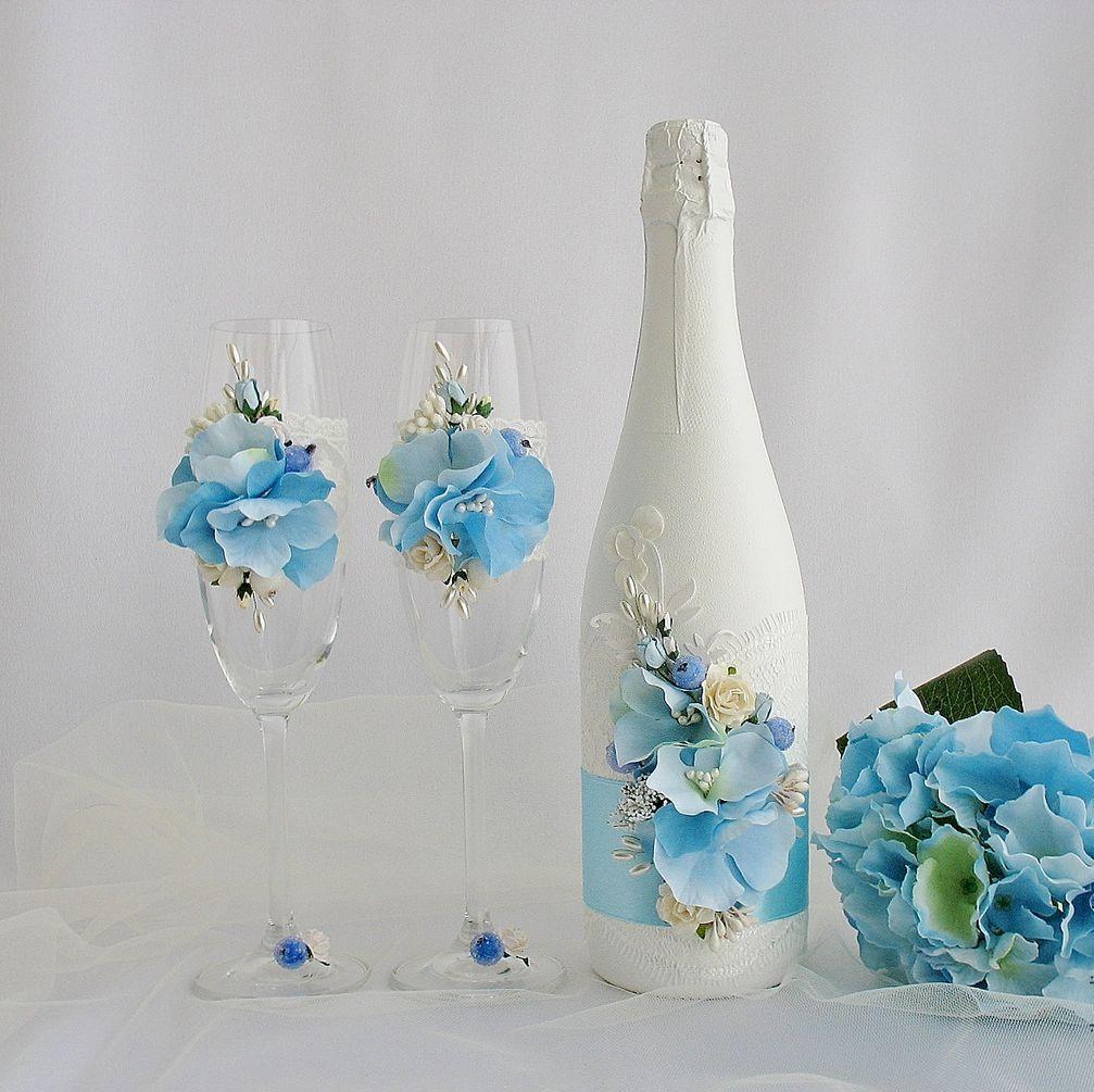 Украшение свадебных бокалов и бутылки цветочками
