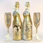 Оформление бокалов и бутылок в золотом цвете