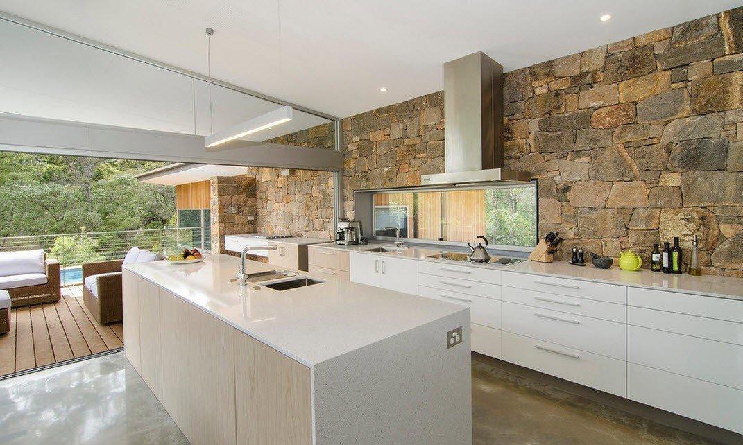 Камень в интерьере кухни в стиле модерн