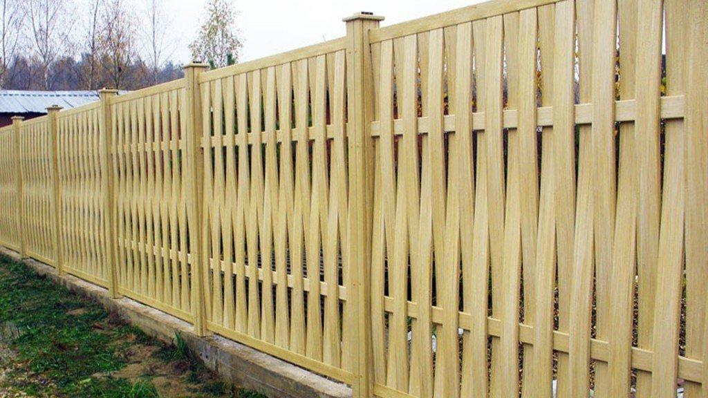 Плетеный забор из реек