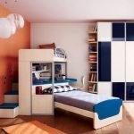Кровать с рабочим местом в детской для двух мальчиков