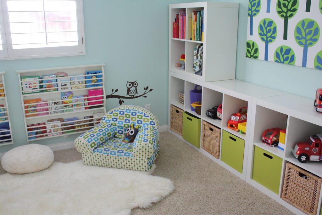 Зона хранения в детской для двух мальчиков