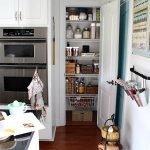 Небольшая кладовка на кухне
