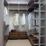 Хранение одежды в кладовке