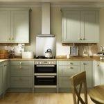 П-образная кухня в оливковом цвете