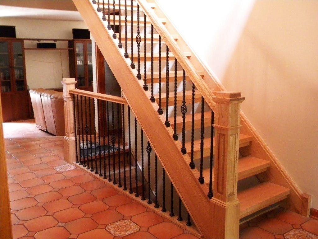 Высокие перила на лестнице